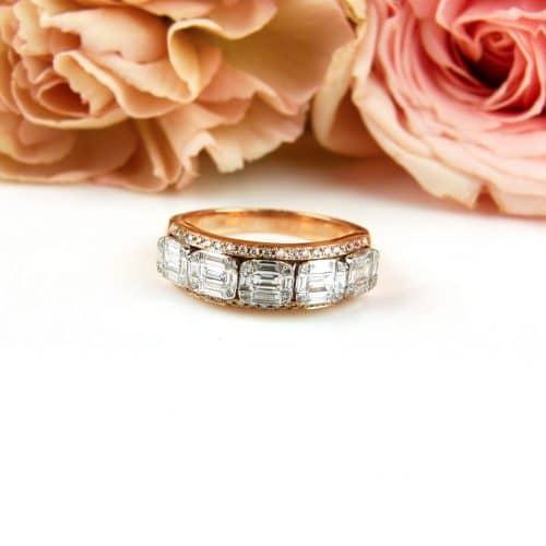 Ring in roos en wit goud gezet met diamant