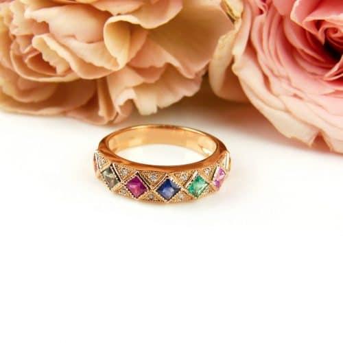 Ring in roos goud gezet met half edelstenen en diamant