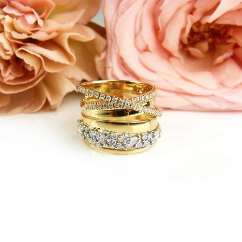 ring in geel en wit goud gezet met diamanten