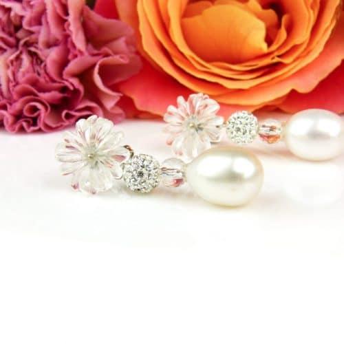 wit gouden oorringen met bergkristal bloemen en parel